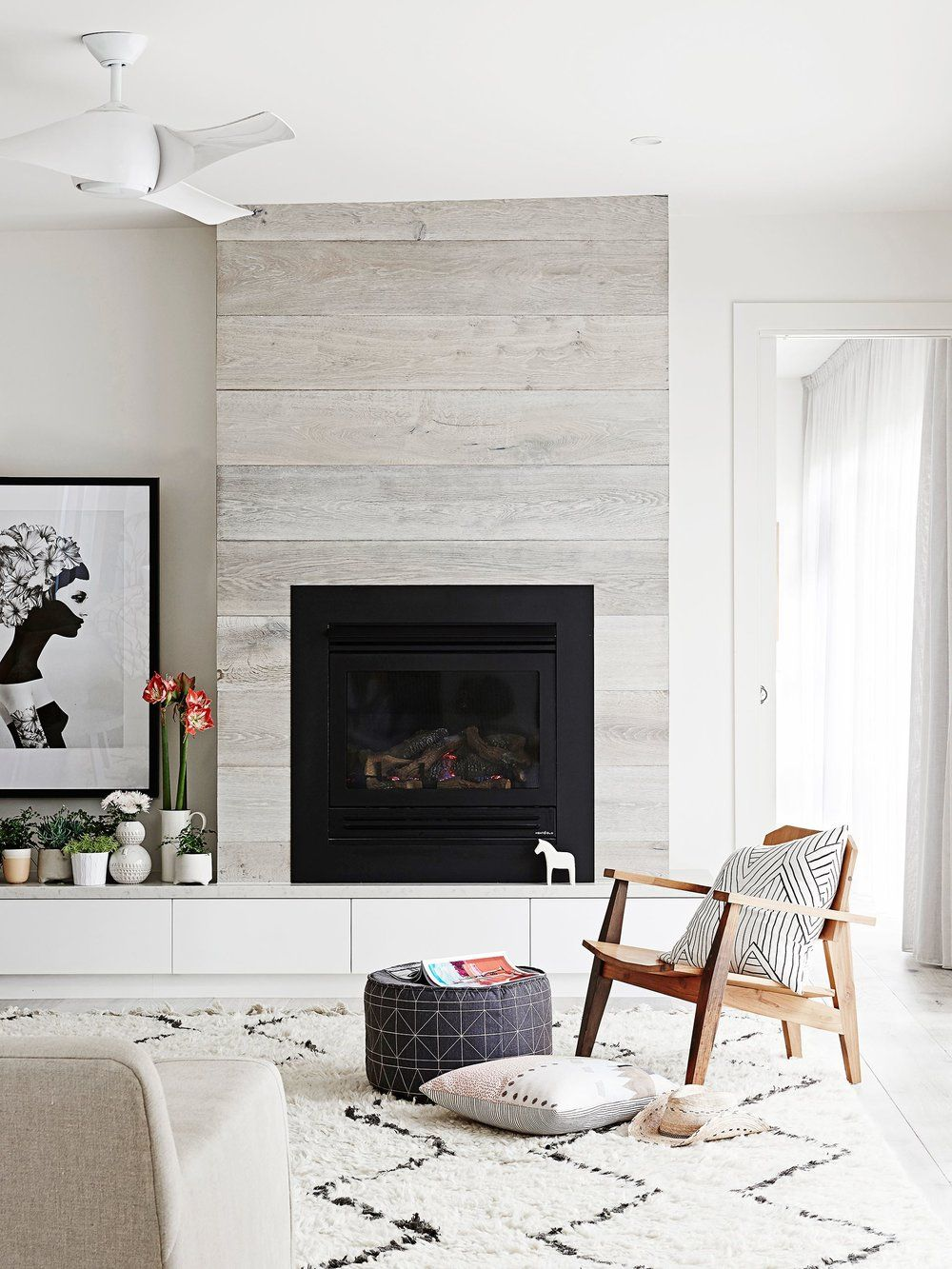 Our Favorite Fireplace Trends | Beams, Storage and Living rooms