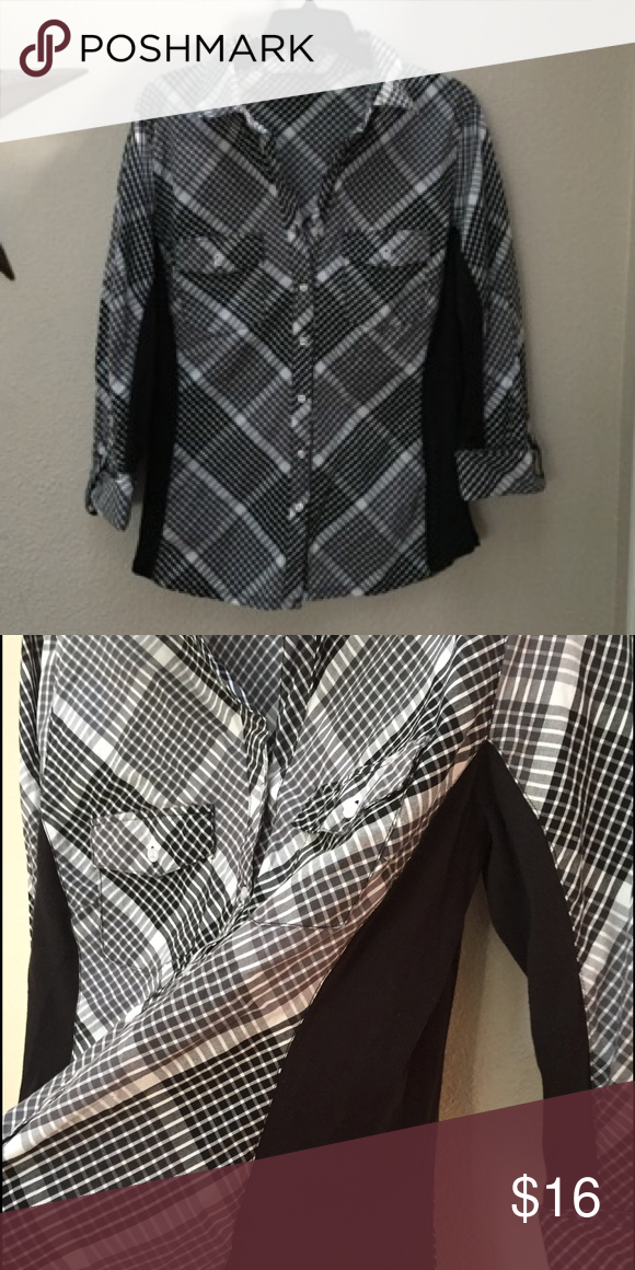 Button up blouse Geometric checked button up blouse. 3/4 sleeve with button. Soft, stretchy tee shirt panels on the sides and under the arms. Great condition! Zac & Rachel Tops Button Down Shirts