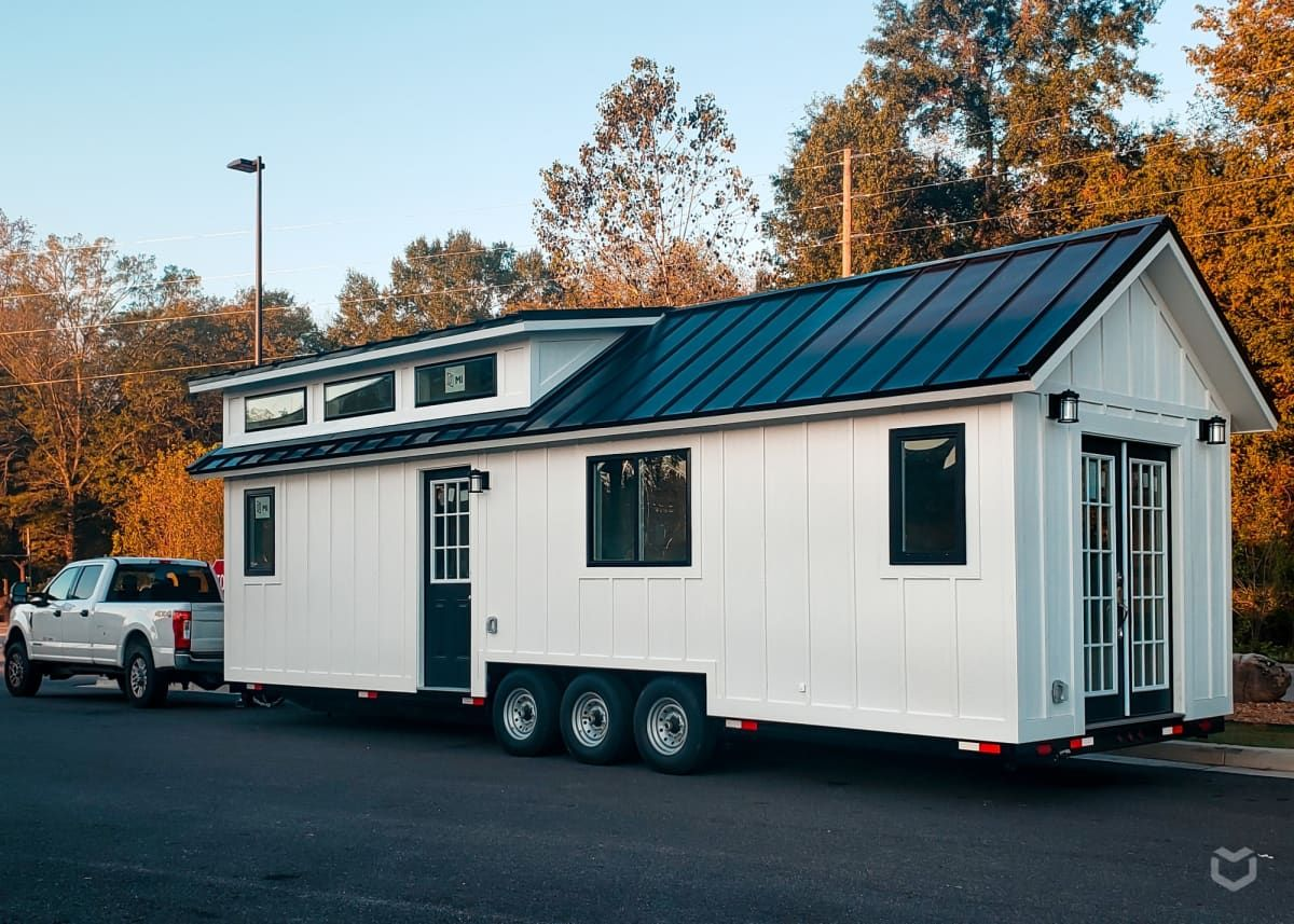 Main Floor Sleeping Beautiful 32 X 10 Tiny House Tiny House For Rent In Chattanooga Tenne In 2020 Tiny Houses For Rent Tiny Houses For Sale Tiny House Listings