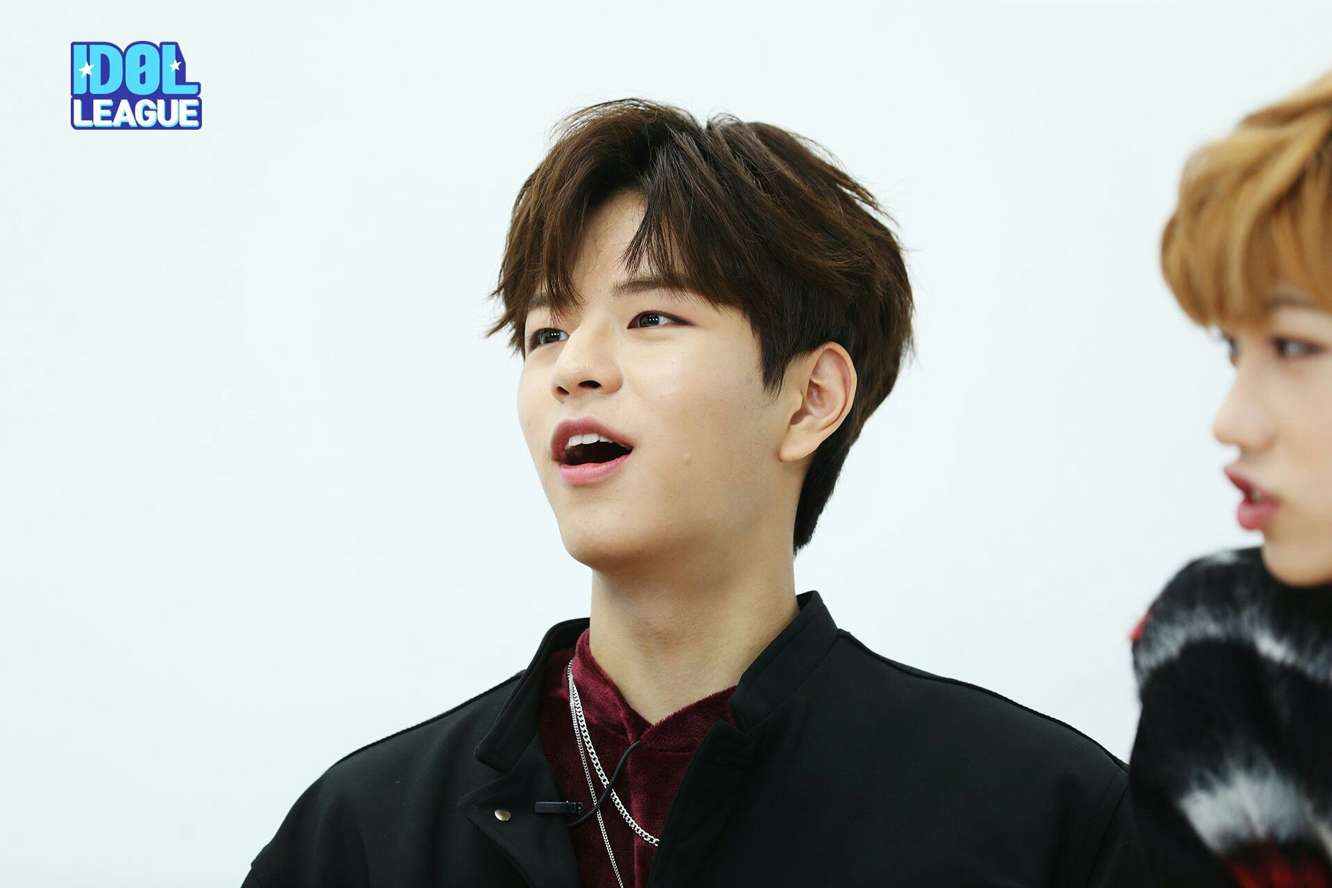 Behinds The Scene Stray Kids On Idol League Crazy Kids Kids Pictures Laughing So Hard