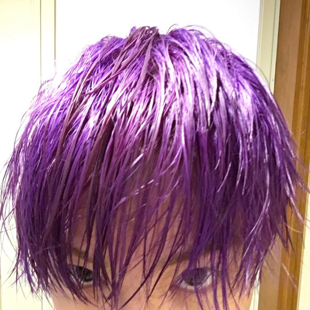 Livearth Vo Jun Instagram 黄色い髪に紫入れたら 白になるって