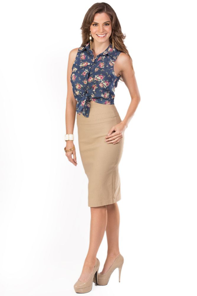 El look KAMI ideal para lucir bella en la oficina. Falda Beige  Q.285 Blusa  De Flores  Q.195 Pulsera  Q.95 Aretes Crema  Q.65 Zapatos  Q.335 78b939d10c3c