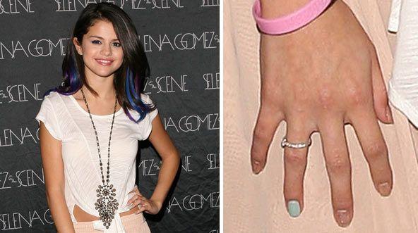 Selena Gomez's Cute Glitter Manicure