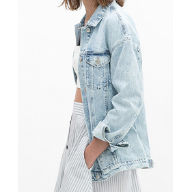 17df510e2902 This light-wash oversize jacket will go with EVERYTHING