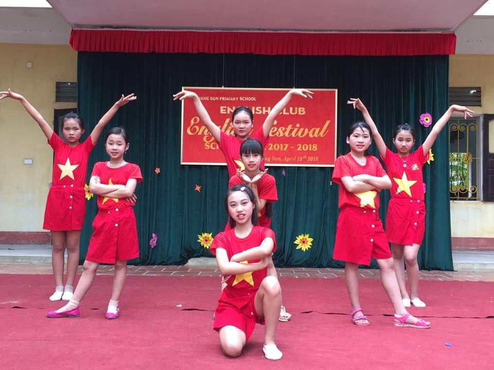 Áo cờ đỏ sao vàng trường tiểu học Quang Sơn - Hình 1