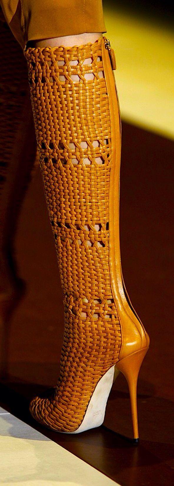 Sanat eseri gibi ayakkabı tasarımları