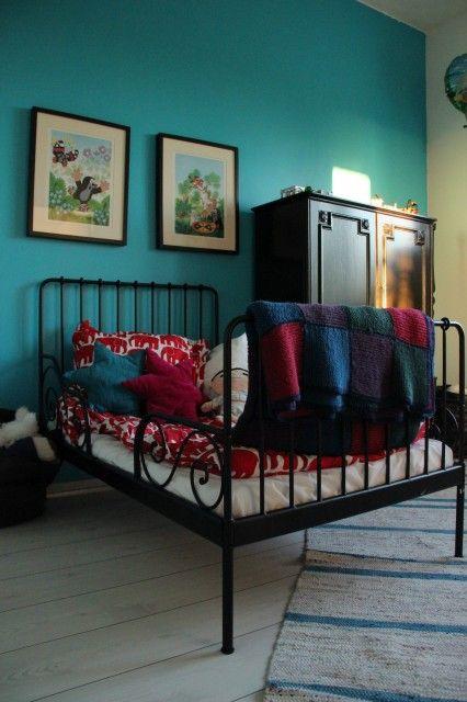Seinän väri, Minne sänky
