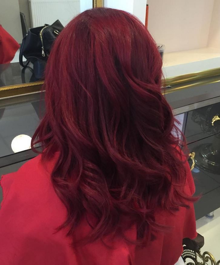 Bu Senenin Modasi Dikkat Cekici Bir Ton Olan Kizil Sac Rengi Dark Red Hair Color Red Hair Color Hair Styles