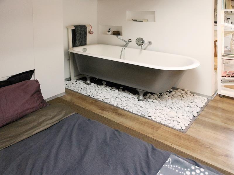 MINI mansarda di Spazio 14 10 ::: una vasca in camera da letto? Si ...