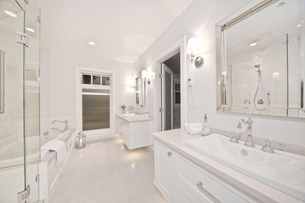 Vanity Top Amp Tub Surround In White Quartz Stone Bathroom