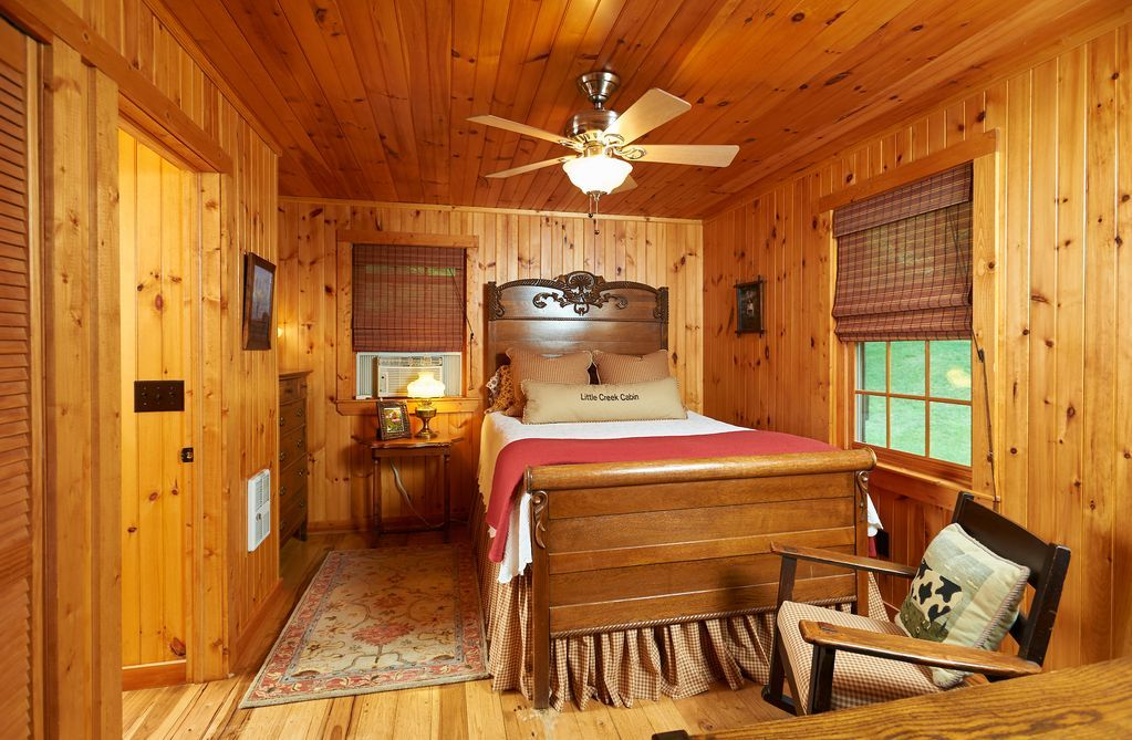 Little Creek/Antique Log CabinNear Boone/Parkway