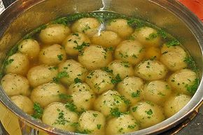 Bröselknödel Suppe von Herta   Chefkoch