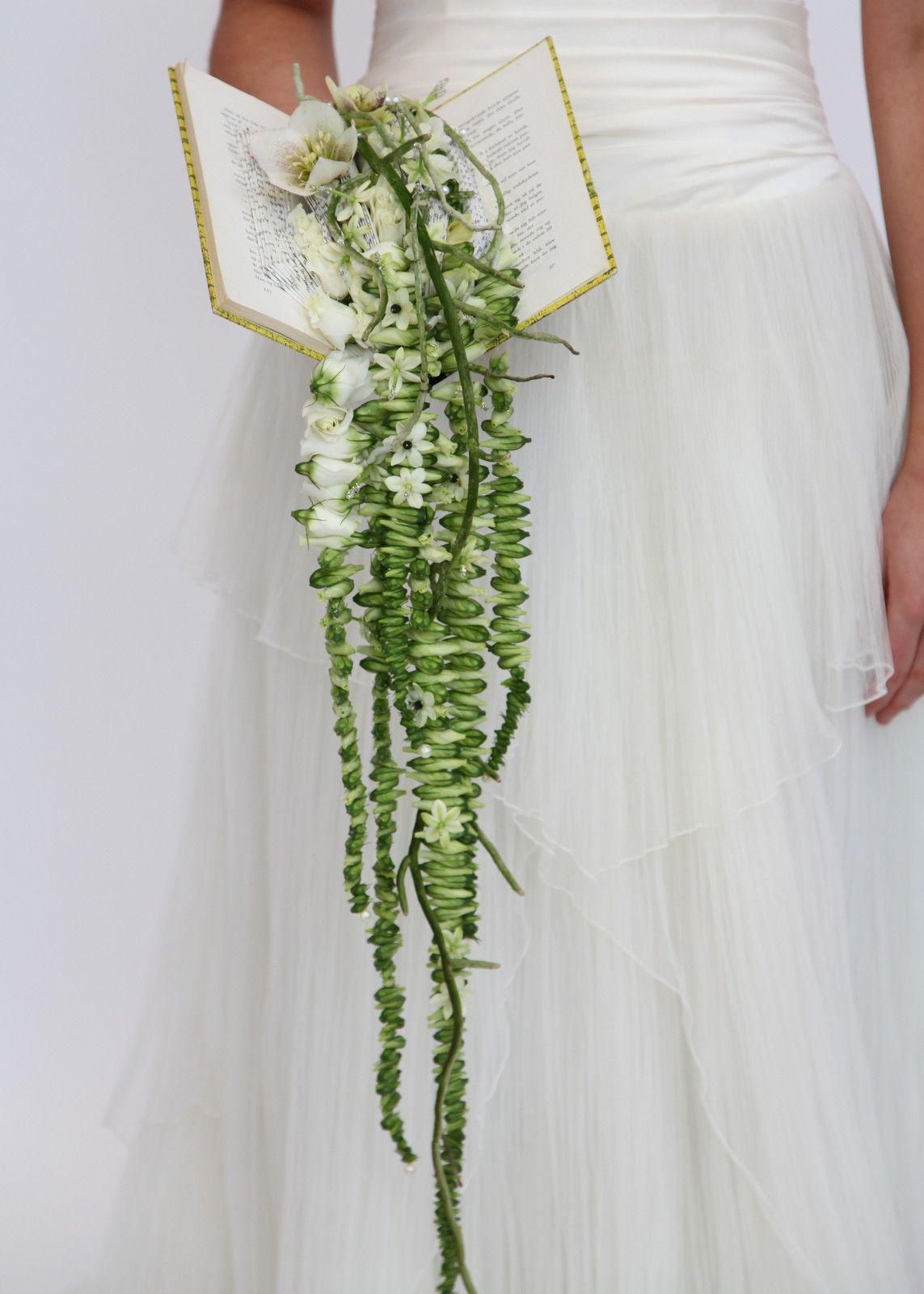 Åh den va kul, den här buketten gör mig nyfiken.......Danish florist Annette von Einem