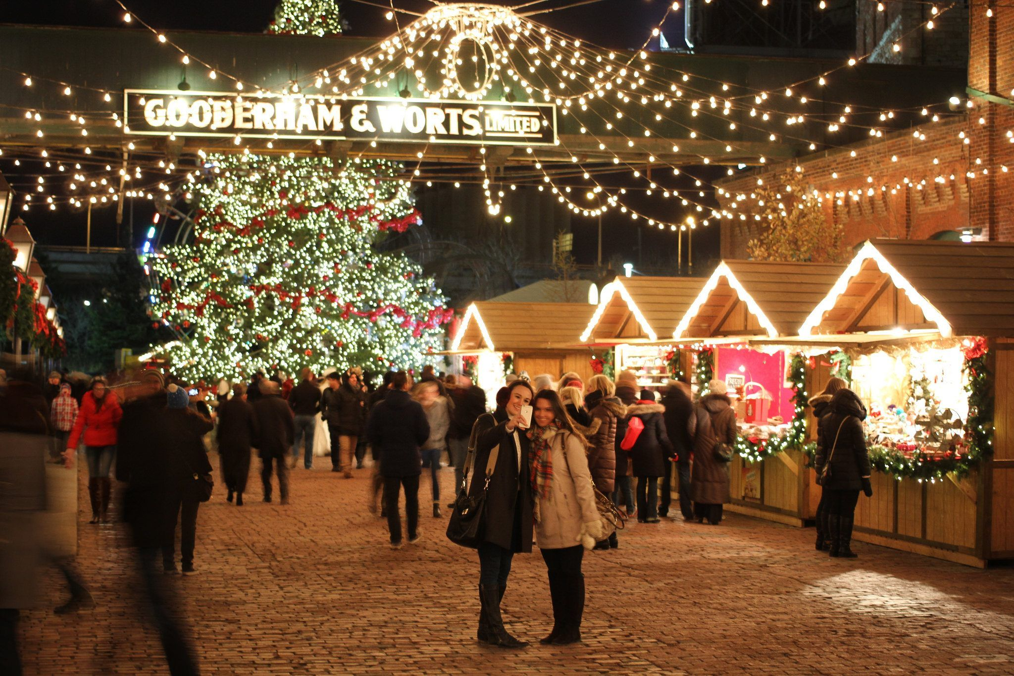 Christmas In Canada Canada Christmas Happy New Year Fireworks Christmas Market