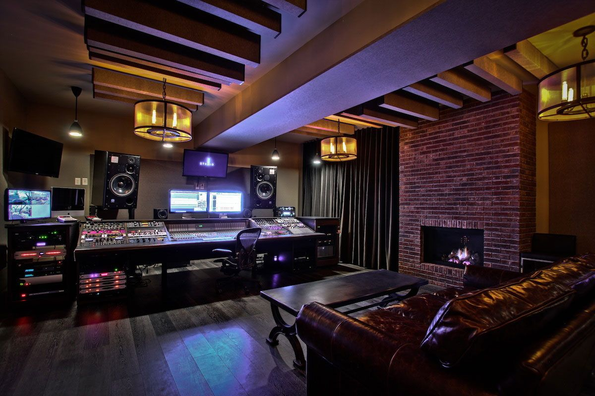 Digidesign d control studio desks my kind of mancave for Cool house music