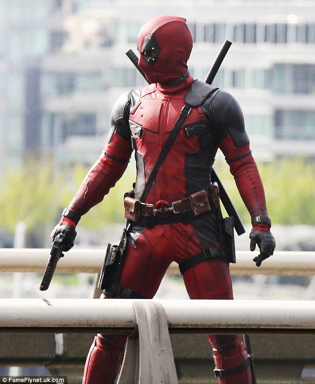 Photos of Ryan Reynolds and His Stunt Double in Costume as Deadpool ...