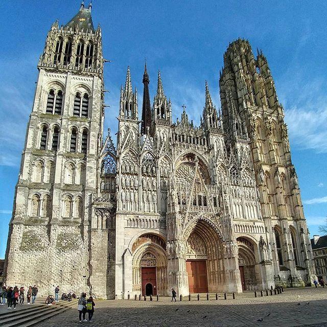 Ruanskij Sobor Ruan Franciya Ruanskij Sobor Ili Kak Ego Eshe Nazyvayut Sobor Ruanskoj Bogomateri Cathedral Cathedral Barcelona Cathedral Building