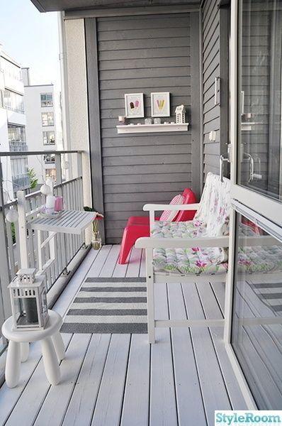Einfach in Grautönen. Und dann ein einziger pfannenfarbener IKEA Stuhl #Balcony - Ömer Çelik #balkonideen