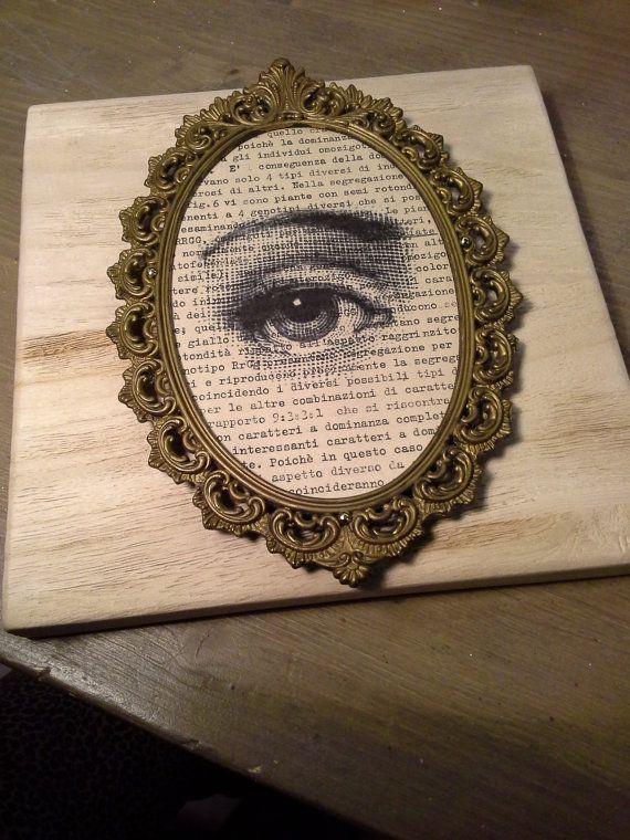 quadro vintage eye cornice in ottone e legno di inmyVintageRoom, €49.00