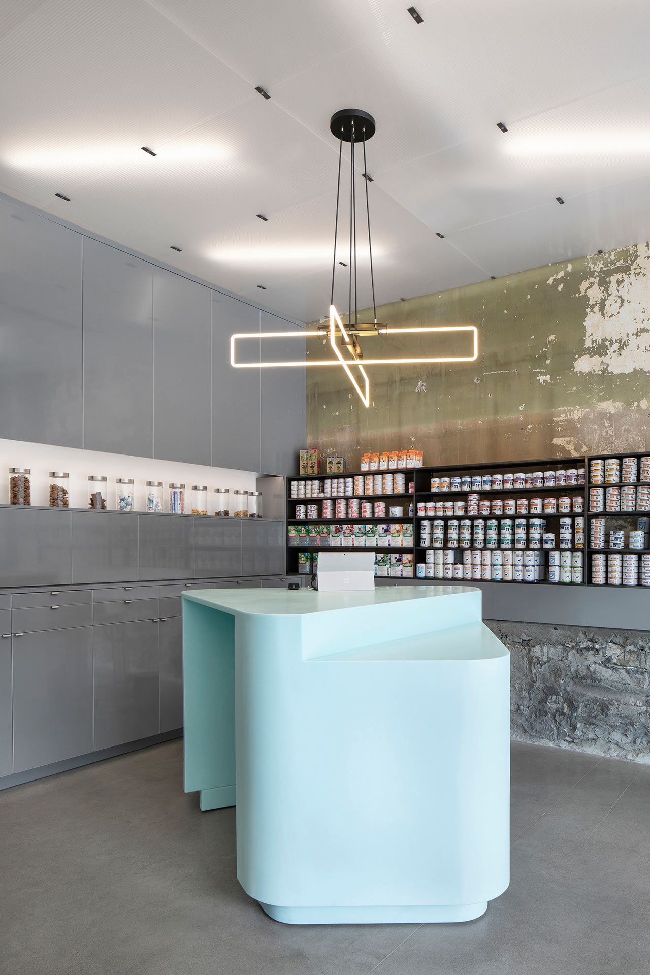A Renovated State Of The Art Vet Clinic In Montreal Clinic