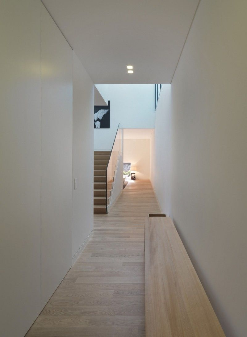 Private House in Sassuolo by Enrico Iascone Architetti | Flure ...
