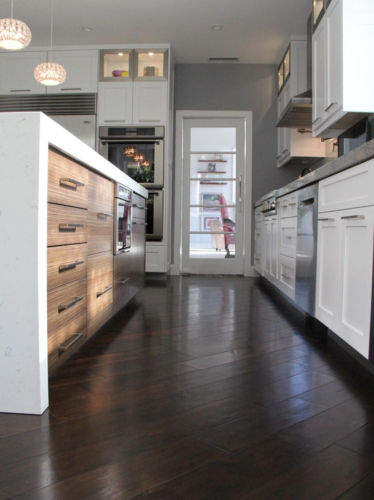 Cark Hardwood Floors Contrast With The White Cabinetry And Give This Contemporary Kitchen A Warm Look White Modern Kitchen Grey Flooring Modern Kitchen Design