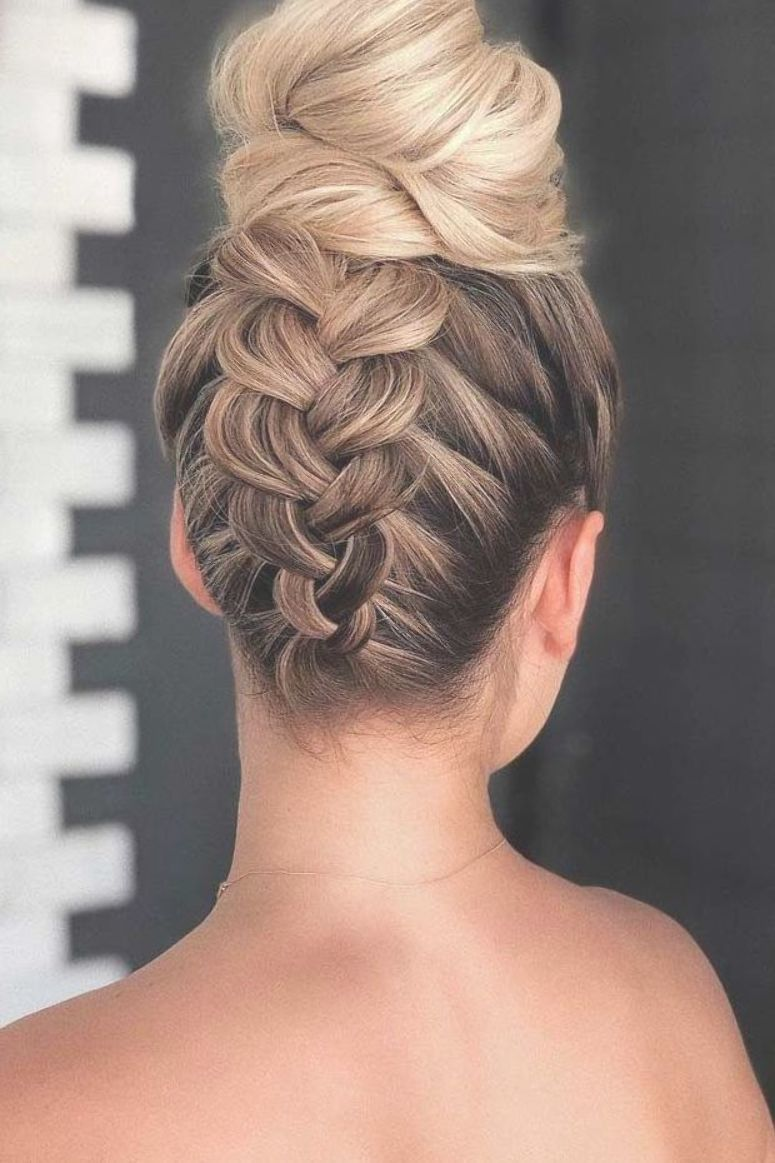 Braid Into High Bun Updo Mediumhair Hairstyles Check Out These Popular Updo Hairstyles For Medium Hair Styles Prom Hair Medium Medium Length Hair Styles