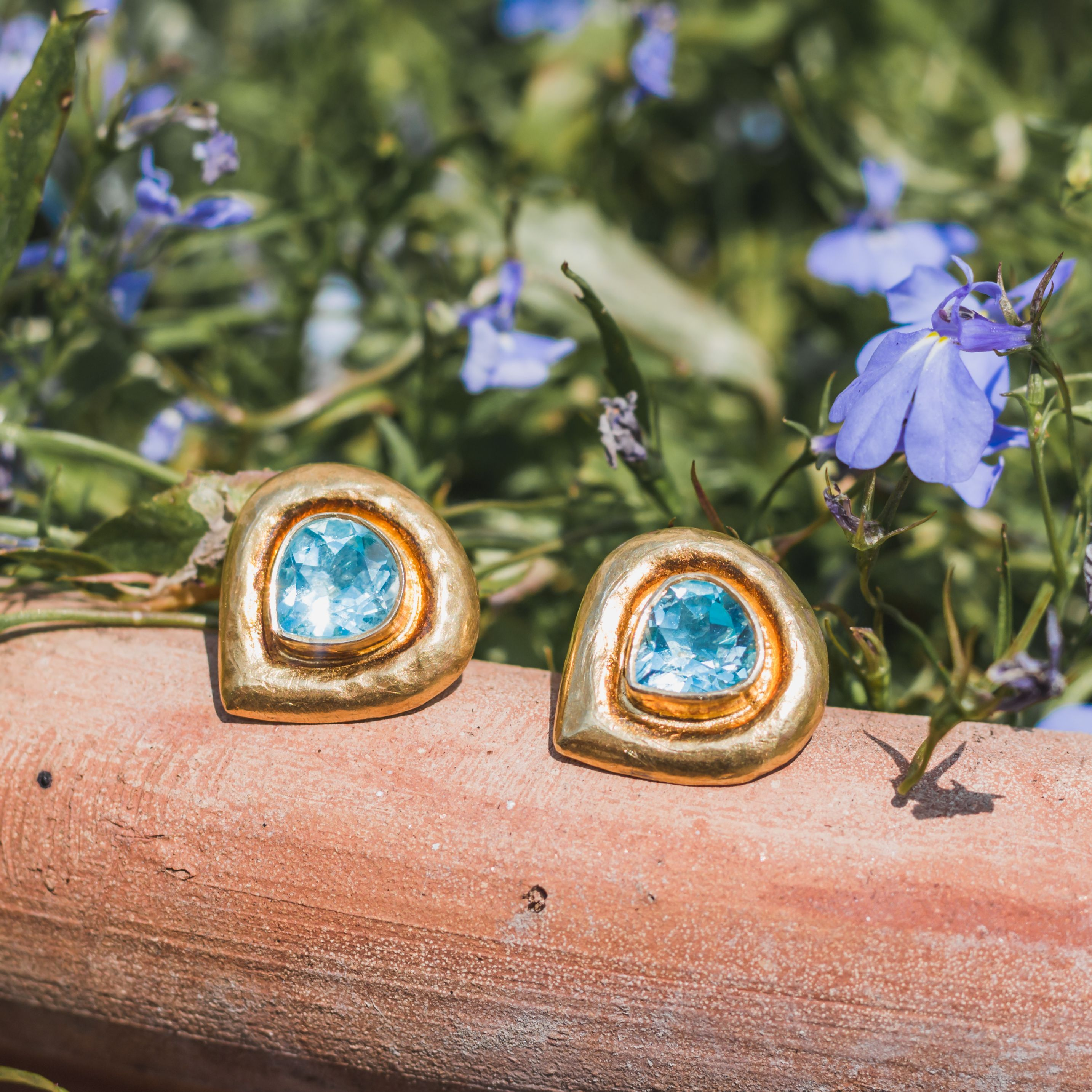 I took these Aquamarine earsuds out in the UK sun, and