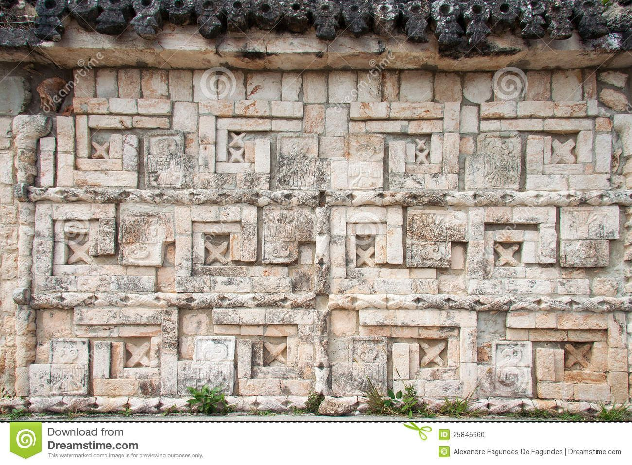 uxmal-carved-wall-yucatan-mexico-25845660.jpg (1300×957)