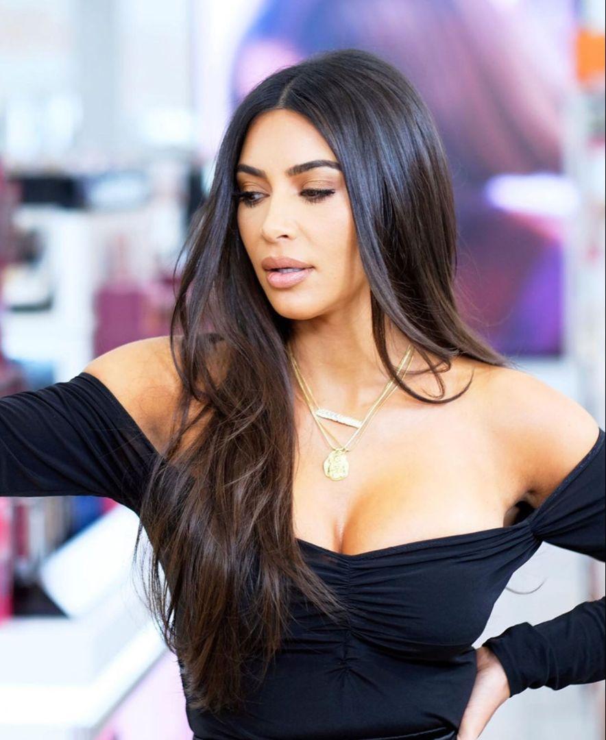 Kim Kardashian Long Hair With Layers Haircut Kim Kardashian Long Hair Kim Kardashian Long Hair Layers Kim Kardashian Haircut