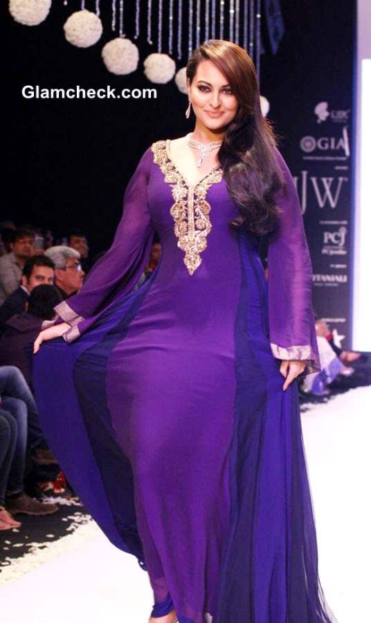 Sonakshi Sinha purple gown at IIJW 2013 Gitanjali Beti collection ...