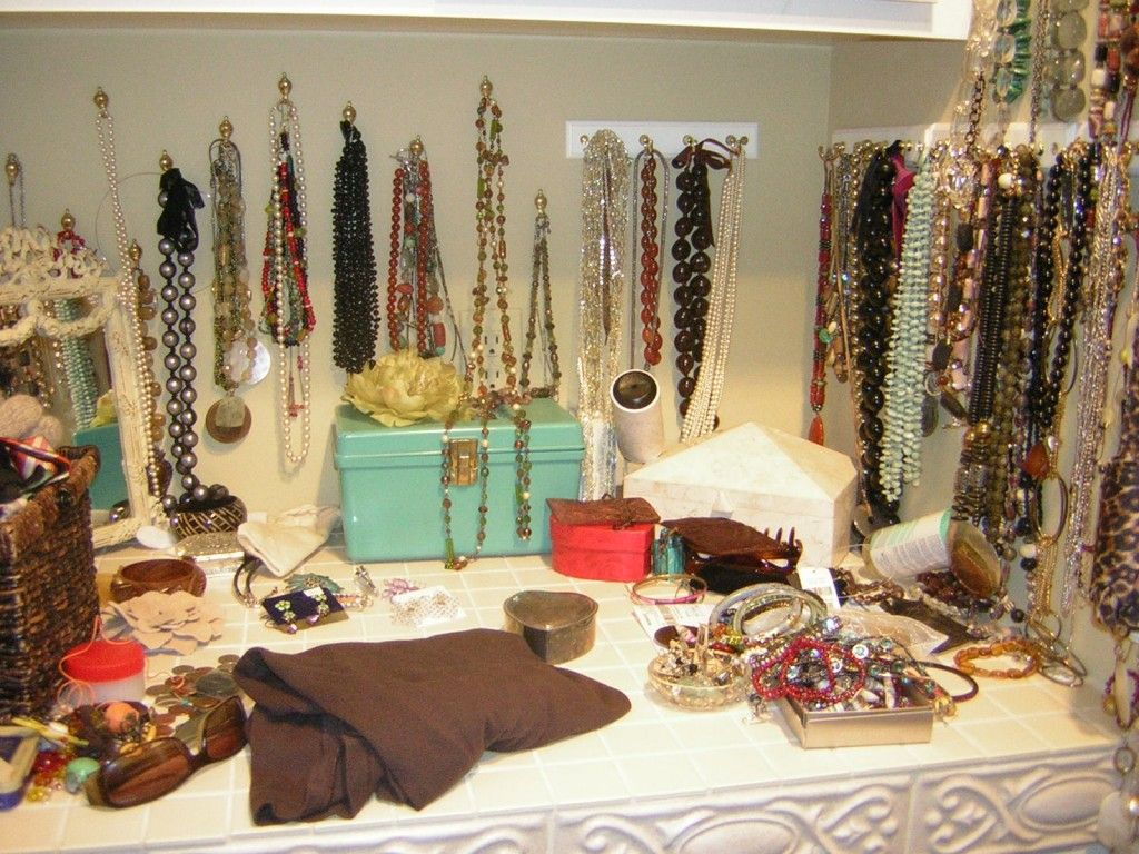 Rangement des bijoux et maquillage astuces et id es fait maison diy ranger ses bijoux id es - Rangement bijoux fait maison ...