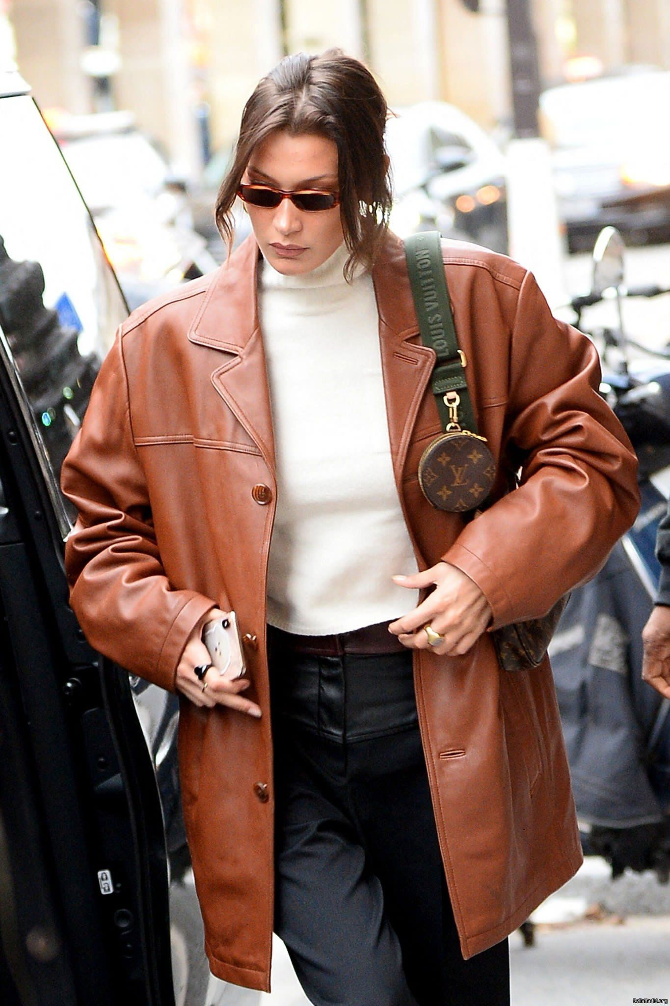 Pin By Frederikke Frisenborg On Bella Hadid Brown Leather Jacket Outfit Leather Blazer Women Leather Jacket Outfits [ jpg ]