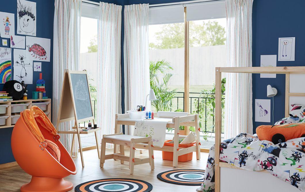 Ein Kinderzimmer u a mit dem höhenverstellbarem FLISAT