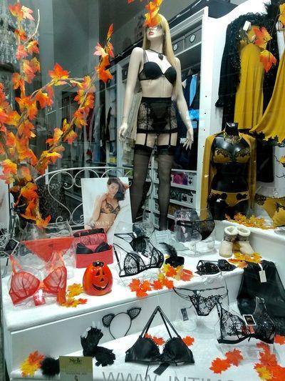 Vetrina Accessori Halloween Ottobre 2015 Negozio Di Intimo