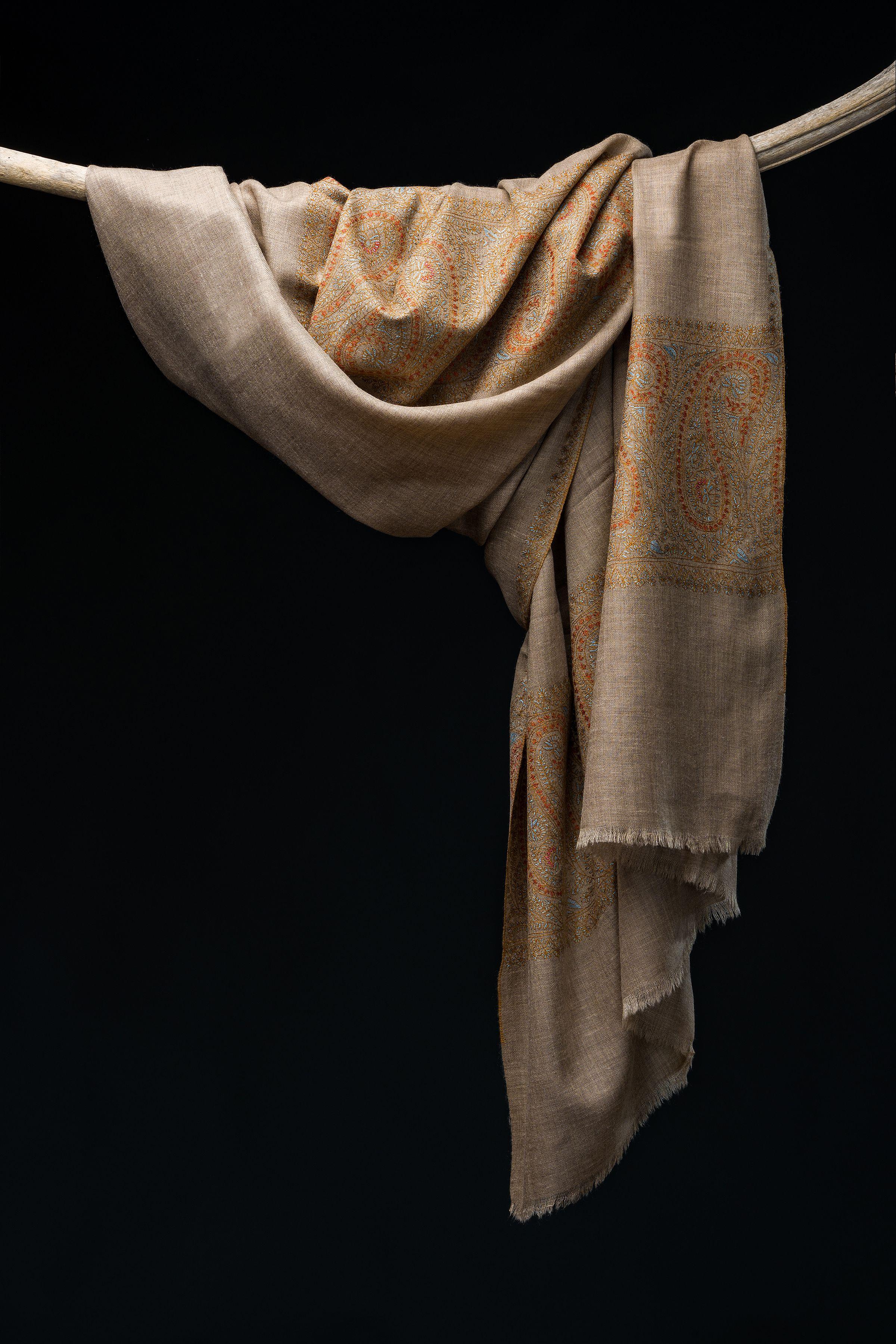 Shades Of Kashmir Sozni Palla Dar In 2020 Traditional Techniques Embroidery Design