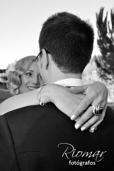 Somos fotógrafos de boda que estamos en Madrid y nos desplazamos a toda España. Si te vas a casar y te gustan nuestras fotos de boda, pídenos presupuesto. http://riomarfotografosdeboda.com