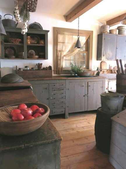 Primitive kitchen love it primitive kitchens for Colonial kitchen cabinet ideas
