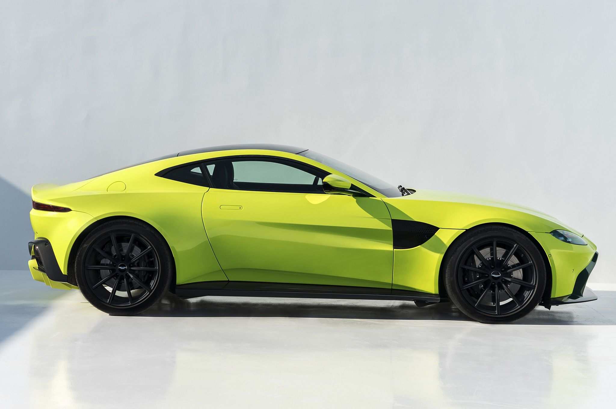 2019-Aston-Martin-Vantage-side-view-against-wall.  I