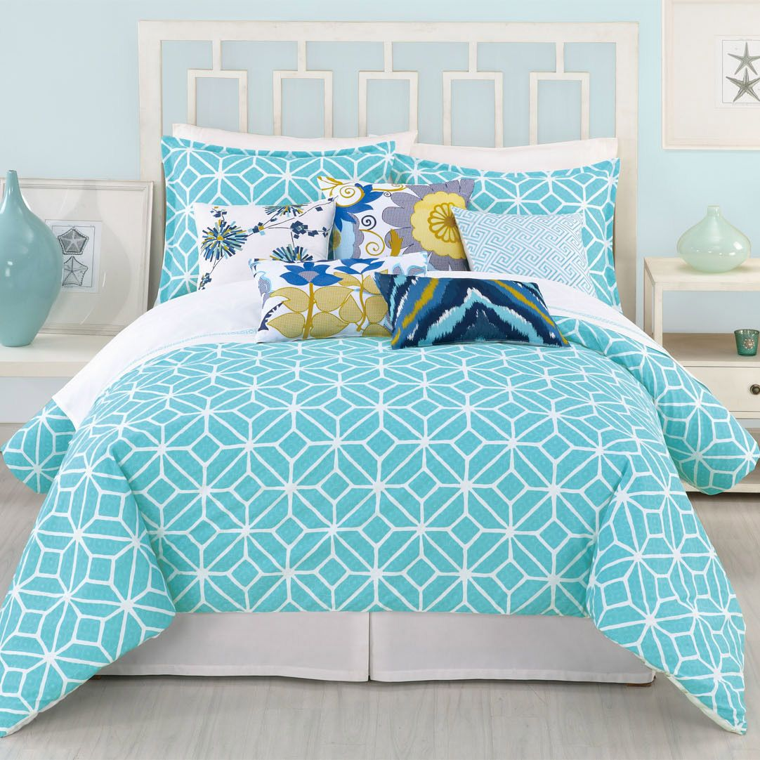 Modern bed sheets pattern - Reminiscent Of The Classic Style The Trina Turk Trellis Duvet Cover Mixes Bright Colors And Unique Patterns For An Updated Look