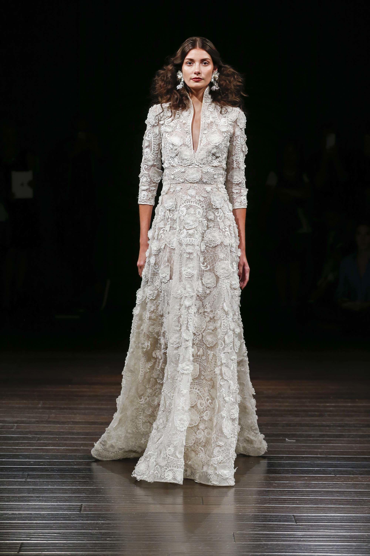 63edb4b62236 Naeem Khan Bridal Fall 2017 Fashion Show - NEW YORK BRIDAL FASHION WEEK