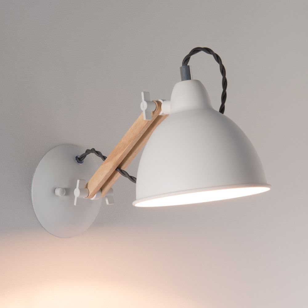White Metal and Beech Wall Lamp en 2019 | Люстры лампы свет | Pine ...