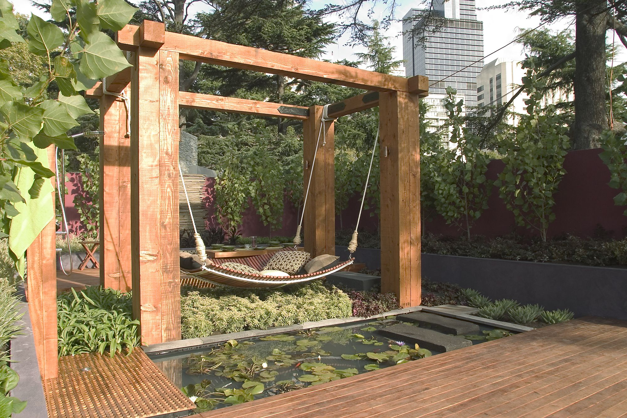 Outdoor hammock bed by the floating bed co - Jamie Durie Garden Hammock Bed Design