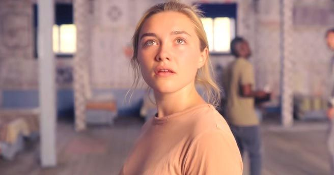 Midsommar Movie Review Color In Film Film Florence Pugh