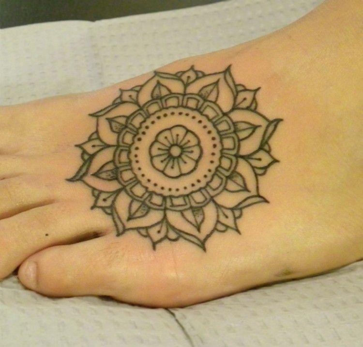 Henna Tattoo Für Jungs: Small Mandala Tattoo (mit Bildern)