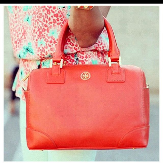 Great bag...wish I could see the rest of this outfit bc it looks super cute!