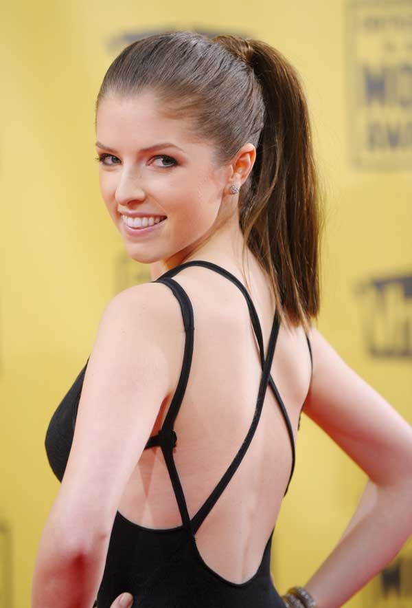anna-kendrick-cups-naked