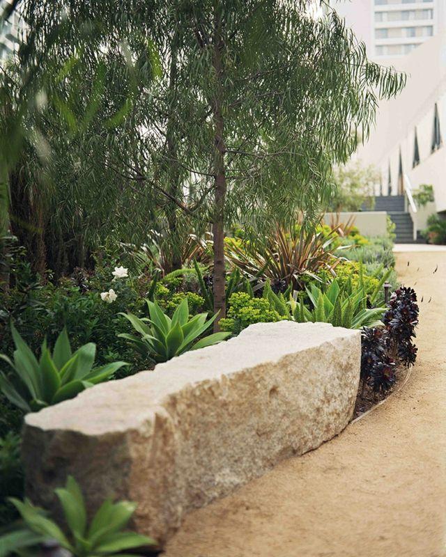 Stein-Sitzbank Sandweg anlegen Sukkulenten niedrig Pflanzen - pflanzen fur japanischen garten