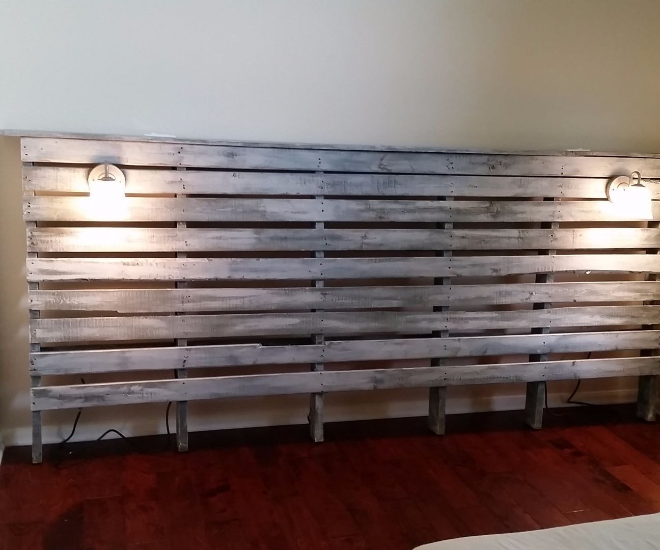 King size pallet headboard light switches king size and for Pallet bed frame with lights