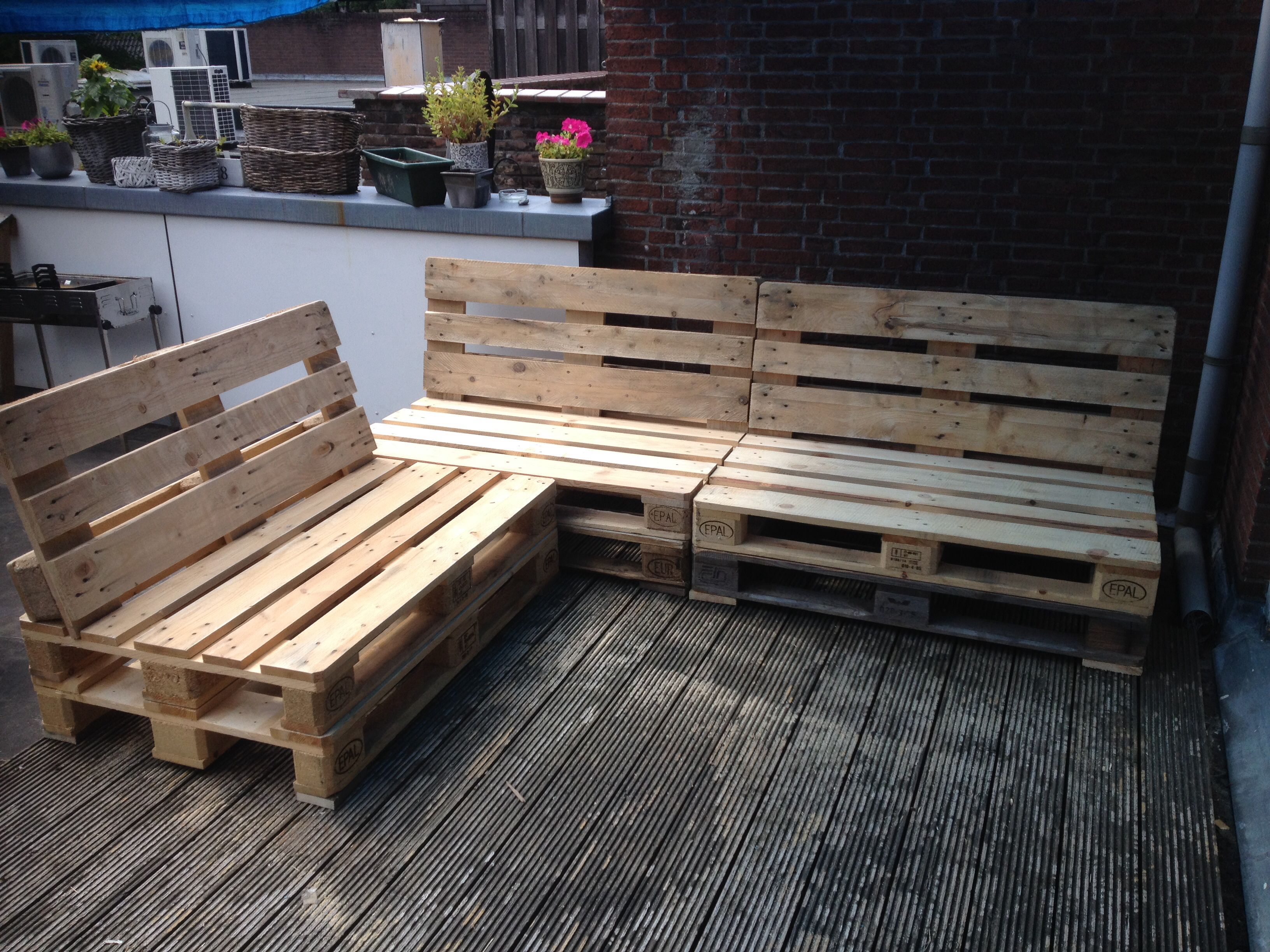 Diy Budget Loungebank : Loungebank van pallets makkelijk te maken veel mogelijkheden